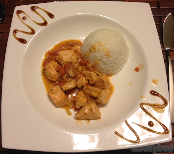 Saumon coco-curry servi avec du riz basmati