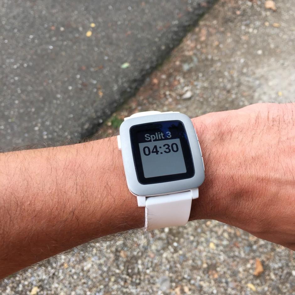 Tous les km, Pebble affiche le rythme du dernier km parcouru !